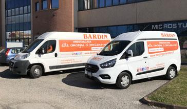 Decorazione pubblicitaria su furgoni per la consegna a domicilio
