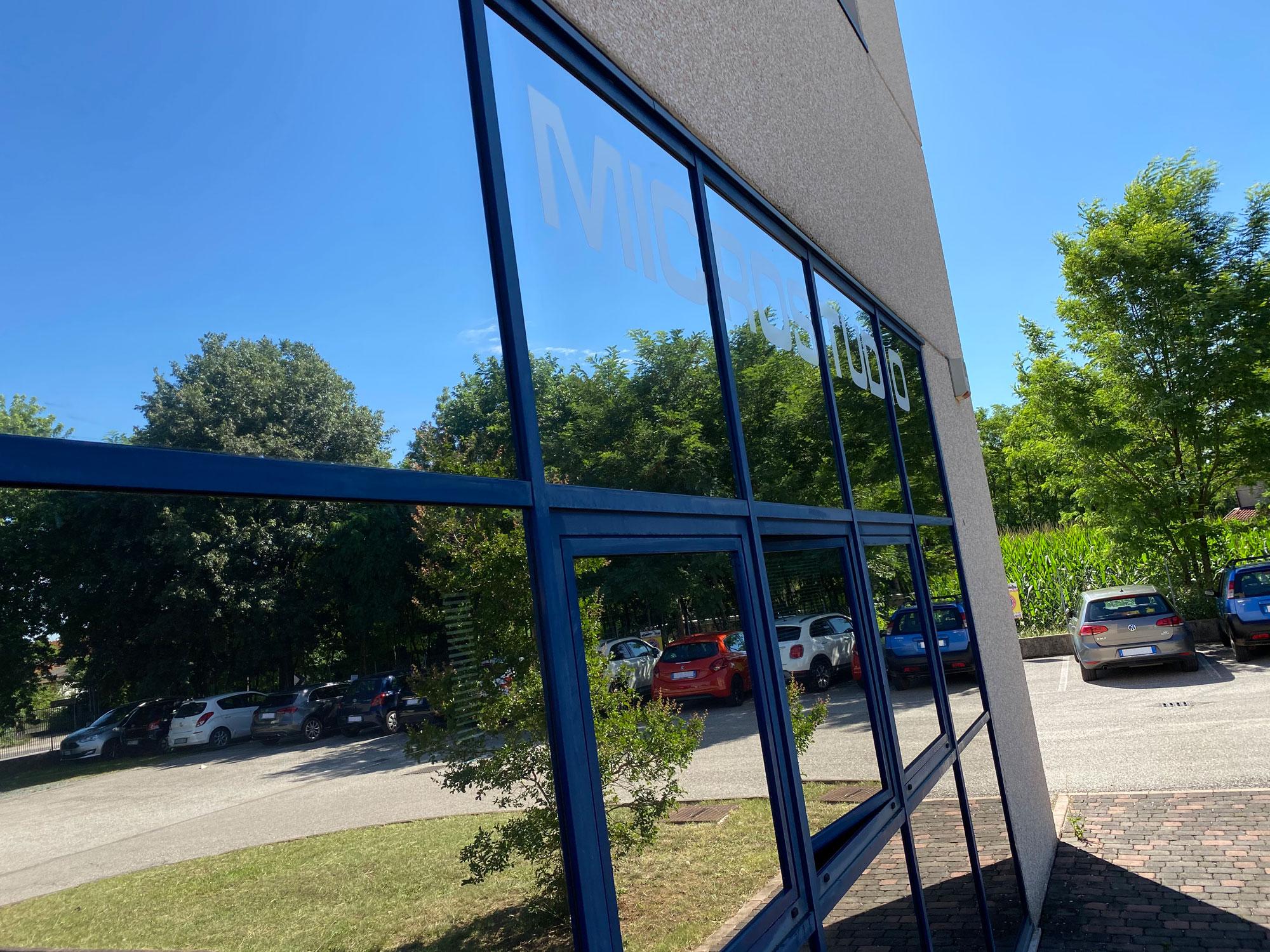 Pellicole solari per vetri for Pellicola a specchio per vetri